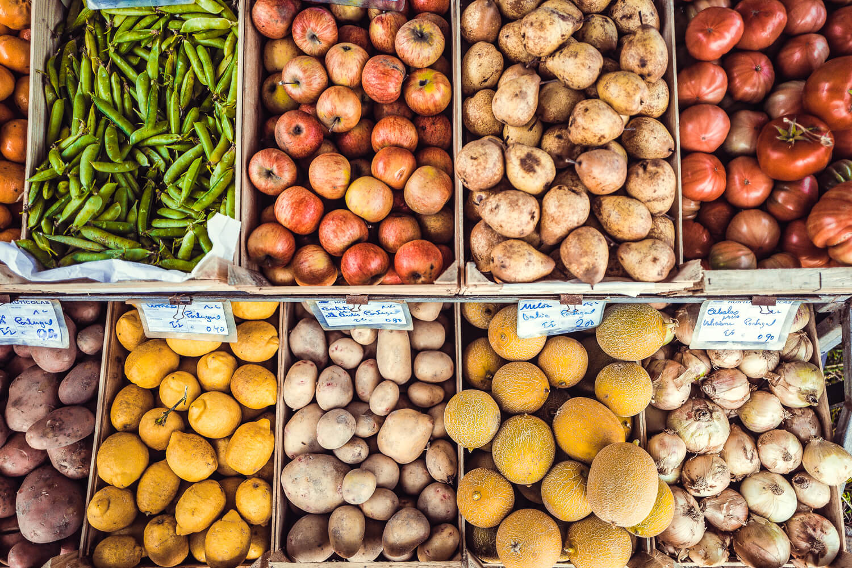 Local and seasonal shopping at a farmers market