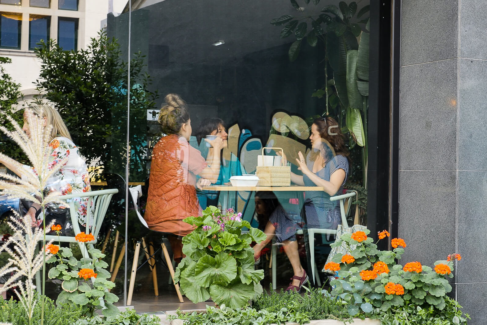 People enjoying their vegan lunch at O Botanista